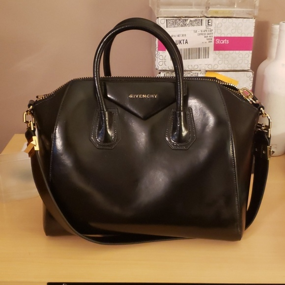 Givenchy Handbags - Givenchy antigona purse